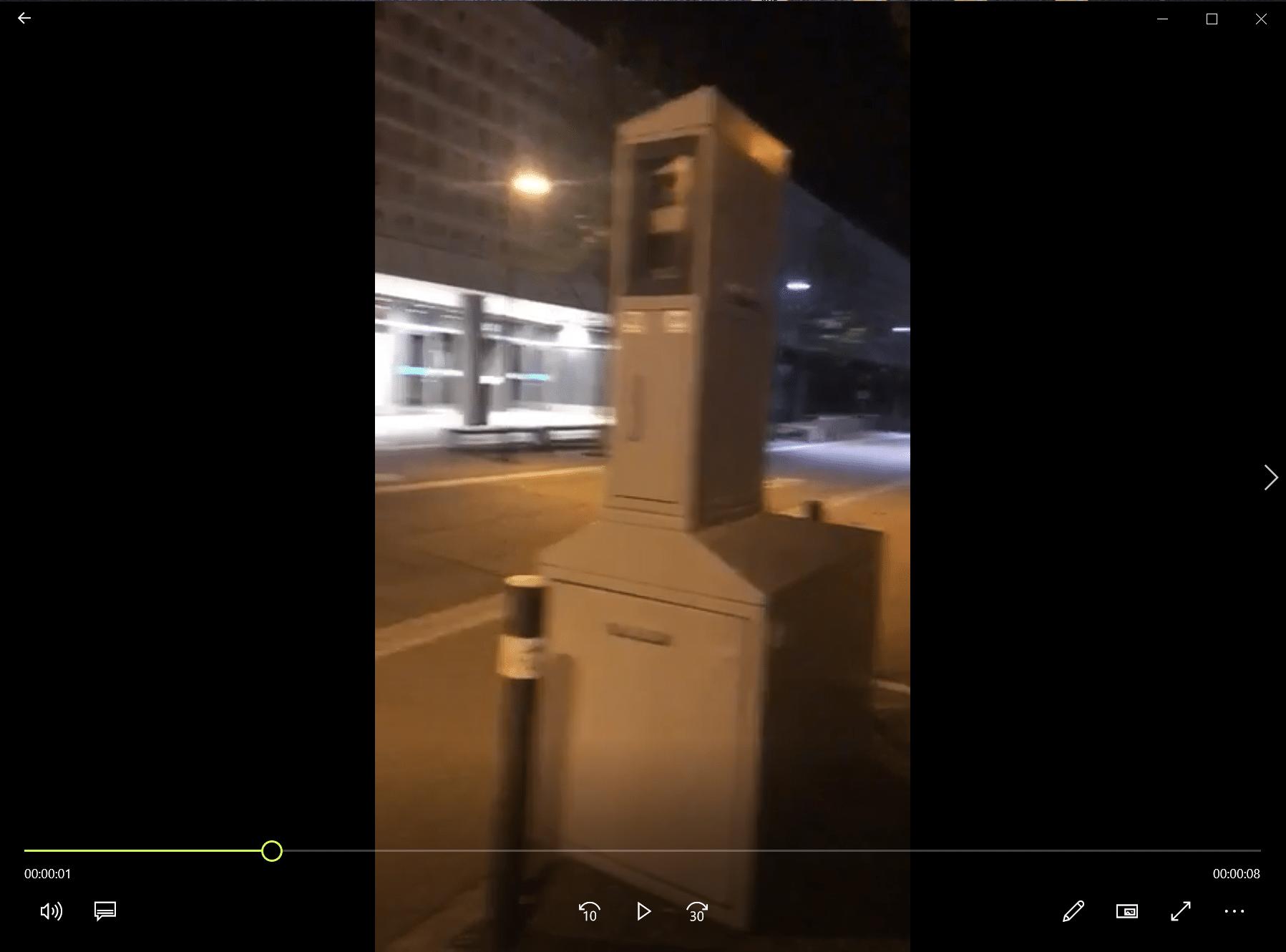 Flashé pour excès de vitesse en courant devant un radar